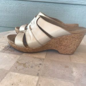 🦋Clarks Leather Sandals with Cork Wedges.
